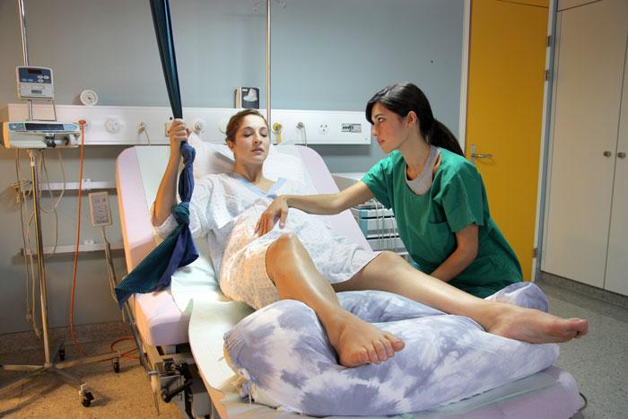 nacięcie krocza - kobieta podczas porodu