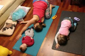 Trening w domu z dziećmi – czy takie rozwiązanie ma sens?